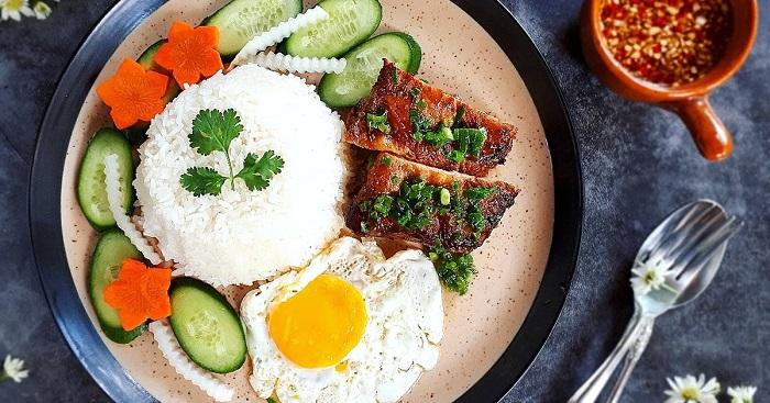 Bữa ăn của người Việt không thể thiếu cơm