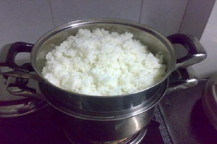 Nấu cơm tấm bằng xửng hấp
